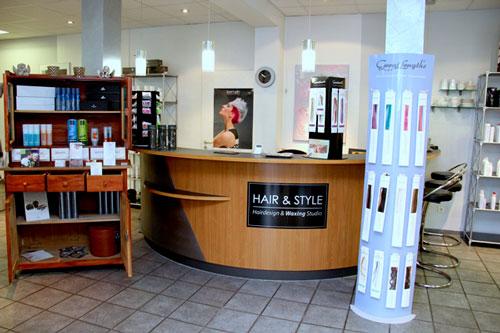 Hier zu sehen ist eine Vorderansicht vom Friseursalon von Hair & Style | Friseur Hair&Style Altbach