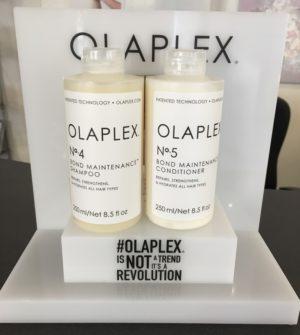 Jetzt neu im Sortiment: Olaplex Bond Maintenance No. 4 Shampoo und No. 5 Conditioner.