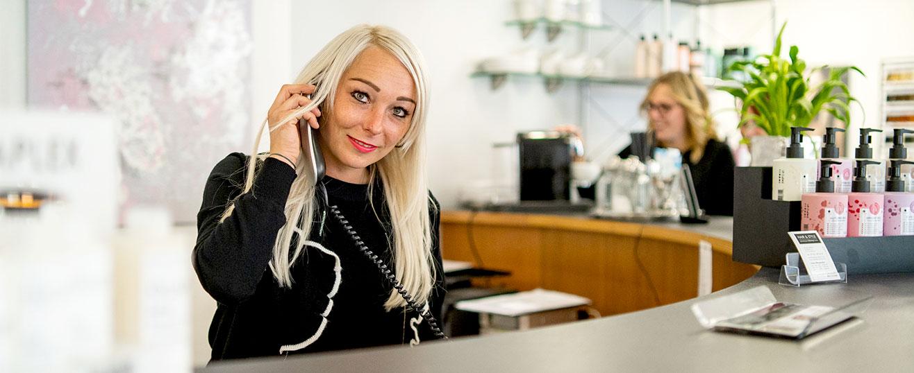Hier zu sehen ist die Rezeption vom Friseursalon Hair & Style | Friseur Hair&Style Altbach