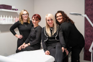 Hier zu sehen ist das Team von Hair & Style in unserem modernen Waxing Studio | Friseur Hair&Style Altbach