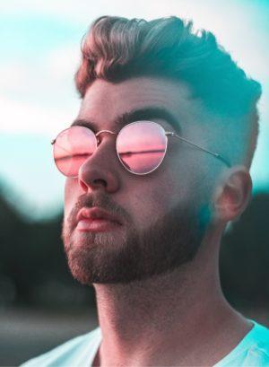 Mann mit moderner Männerfrisur | Männerfrisuren 2019 & 2020 Herren - Hair&Style Altbach
