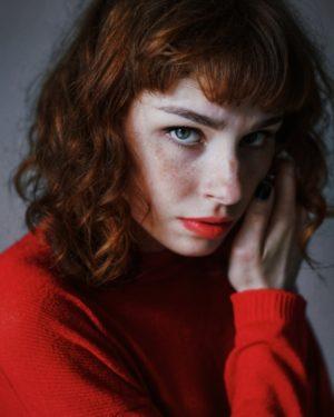 Hier zu sehen ist eine Frau mit Cinnamon Hair | Trend Haarfarben 2020 - Hair&Style Altbach