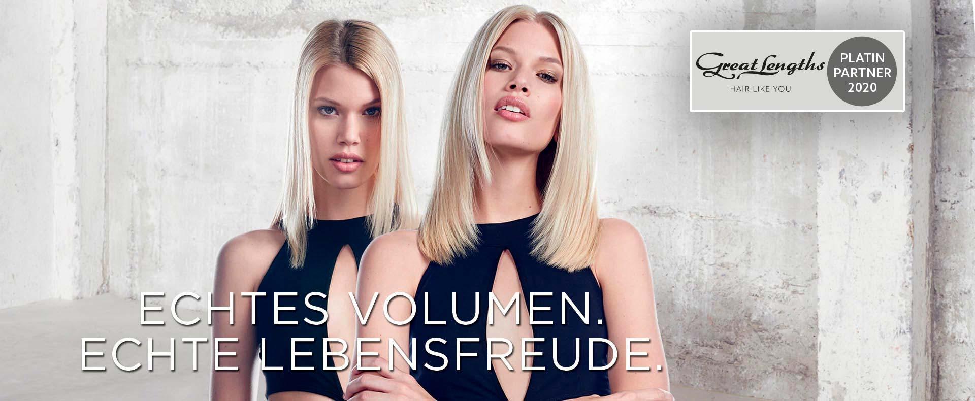 Hier zu sehen sind zwei Models mit einer Haarverdichtung durch blonde Greath Lengths Extensions | Friseur Hair&Style Altbach