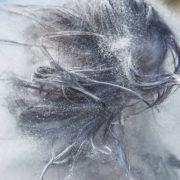 Hier zu sehen sind lange dunkle Haare mit Schuppen | Was hilft gegen Schuppen Tipps & Tricks - Hair&Style Altbach